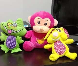 3 boneka (hijau frog, pink monkey, kuning kelinci) take all 3