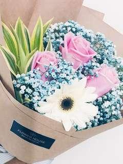 🚚 3s rose baby's breath bouquet