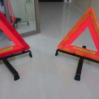 Triangular Accident, Hazzard, Road Reflectors!