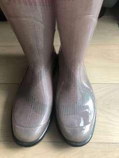 Burberry rain boots(size 40)