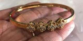 4 CLUSTER DIAMOND BANGLE