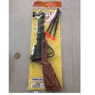 Toy gun with 3 darts.( plastic )