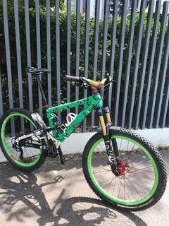 UK Commencal Full suspension bike