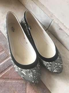 Crocs black n white