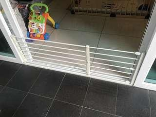 Baby / pets safety gate