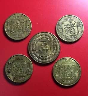 中國大陸早期生肖紀念銅章五枚,四豬一蛇