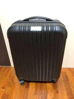 Black Cabin Size Luggage with Number Lock and Spinner Wheels