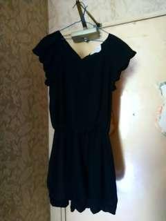 黑色絲質連身裙