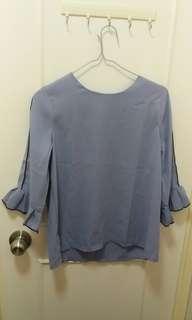 $25紫藍色中袖荷葉袖衫