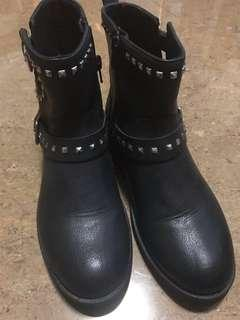 Zara stylish leather boots