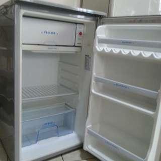 Personal Refrigerator 3.5 cuft