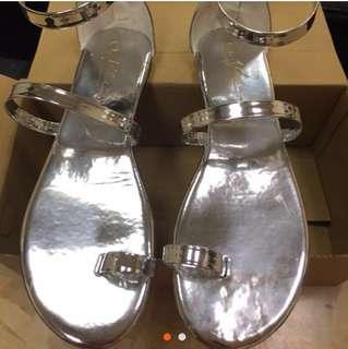 🚚 一字金屬羅馬涼鞋 割愛‼️
