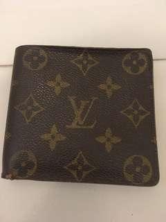 💯real LV 經典logo 花銀包👩🎤💋👀🏃♀️外,內算新淨,銀包角有使用後磨損、二手請知悉,平放👍冇塵袋冇盒。可SF 到付。🤗😎購入$10000多元。