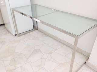 Tempered glass top table