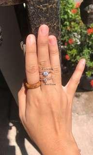 Cincin zircon mirip berlian asli