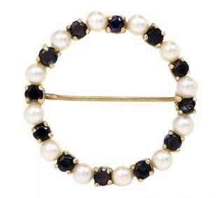 Pretty Estate Sapphire Pearls 14K Yellow Gold Circle Pin in Very Good Condition