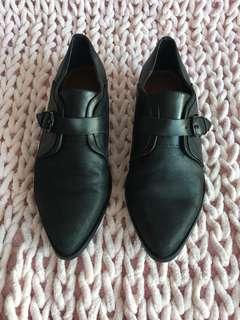 Wittner black leather pointy shoes