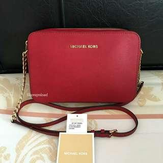 Michael kors jet set messenger cherry