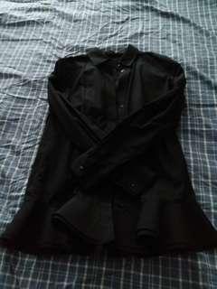 黑恤衫花邊腳