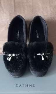 DAPHNE 達芙妮黑色秋冬保暖毛絨鞋 (內裡刷毛)平底防滑橡膠鞋底 尺寸38 =