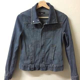 Denim Jacket : Woman cutting