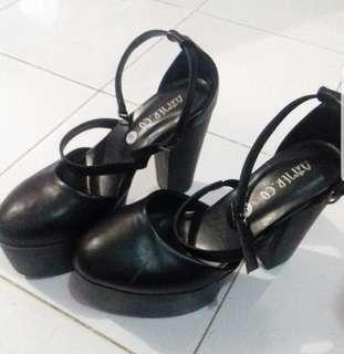 High heels 14cm hitam