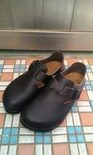 不議價👉Birkenstock黑色包鞋23