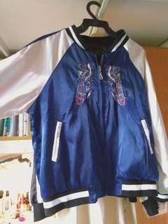 🚚 刺繡寶藍色緞面鶴雙面棒球外套 黑色