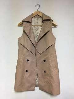 🚚 女款 英式風衣長版背心外套 米色 裡面可混搭不同衣服/外套 創造多變的風格