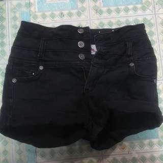 Highwaisted black denim shorts