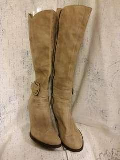 Joy and peace genuine suede boots.  Size 37.  全真皮。  買咗未著過。  3.5 寸高。  原價過 $1000.