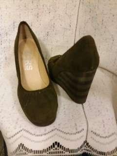 Michael Kors genuine suede shoes.  Size 7.  Army Green colour.  3.5. 寸高。  95%新