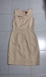 beige sleeveless dress