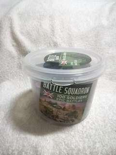Battle Squadron 100 Soldiers Epic Battles Traditional Green & Red Plastic Toy Soldiers for Army Military War Games