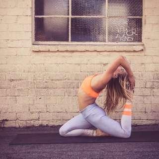 BNWT Alo Yoga Airbrush Legging Gradient Sky Aloyoga