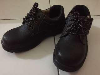 Safety shoes female