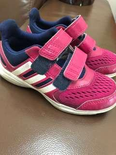 Adidas kids Sport Shoes . Size is UK10 . Suit  for 4-6years old . Length is 19cm . Condition 8/10