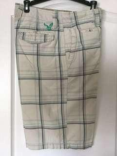 American Eagle Outfitters male Gray and black plaid cargo shorts. Size 28. Men's/Teen Boys. EUC