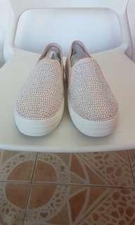 'Skechers' womans shoes US 7.5 like brand new NEGOTIABLE RUSH!!!