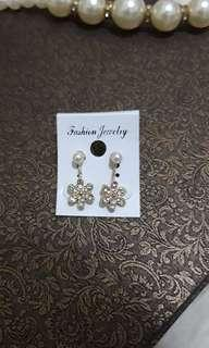 Anting flower