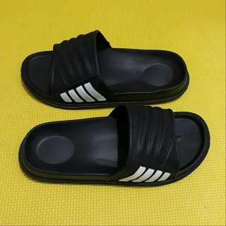 Unisex Adidas Slippers (Black)