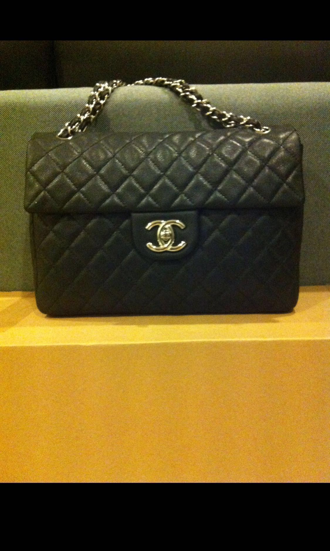 28cdc286de7e0c Chanel Maxi for Sale!, Luxury, Bags & Wallets, Handbags on Carousell