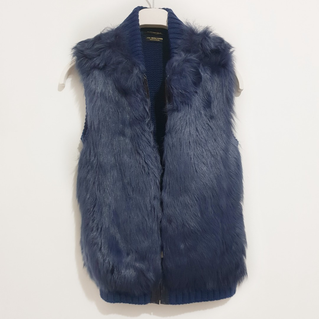 MASSIMO DUTTI Blue Gilet Vest 100% Sheep Skin, Women s Fashion, Clothes,  Outerwear on Carousell 4290a7cf10c