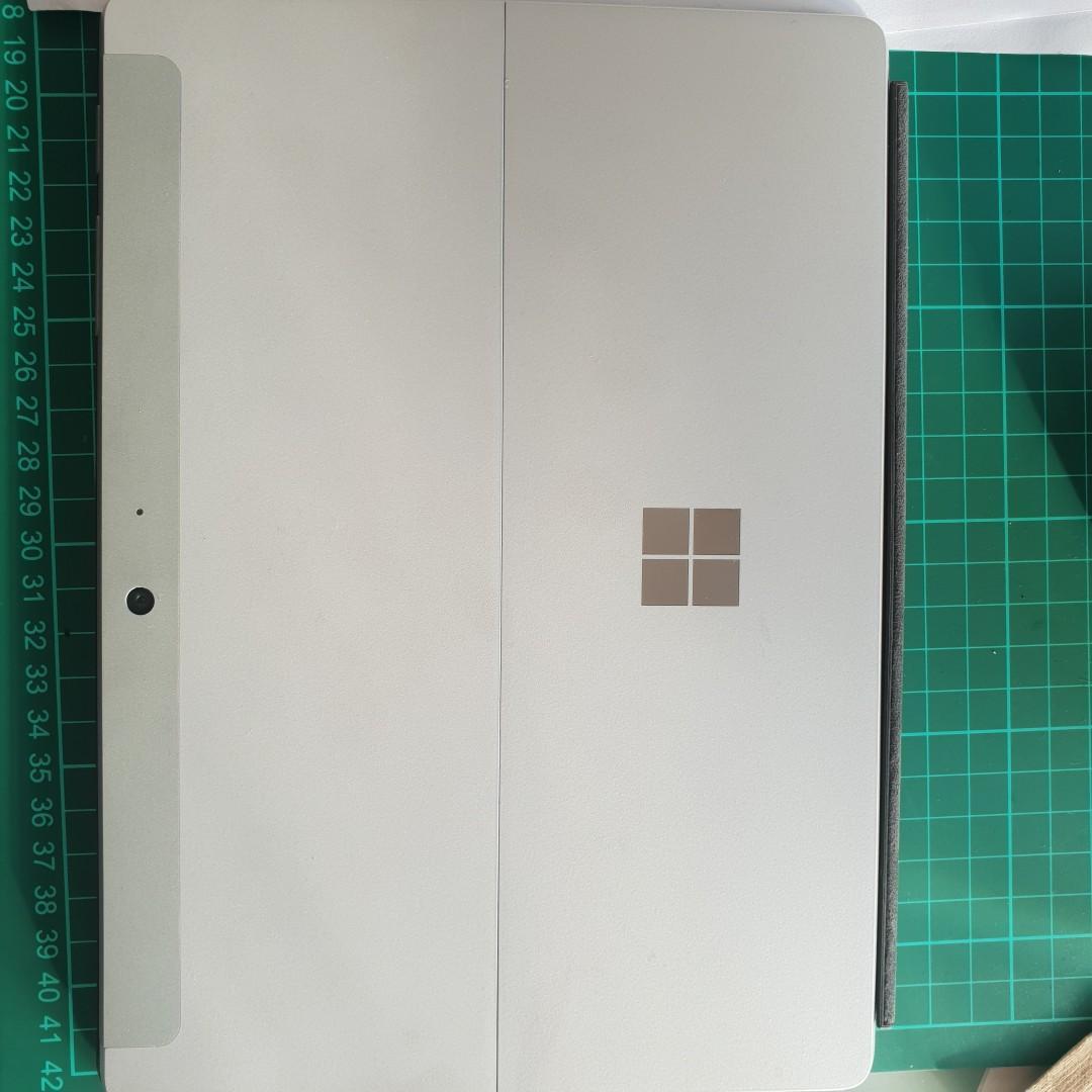 Microsoft Surface Go - Intel 4415Y / 8GB / 128GB SSD with Keyboard