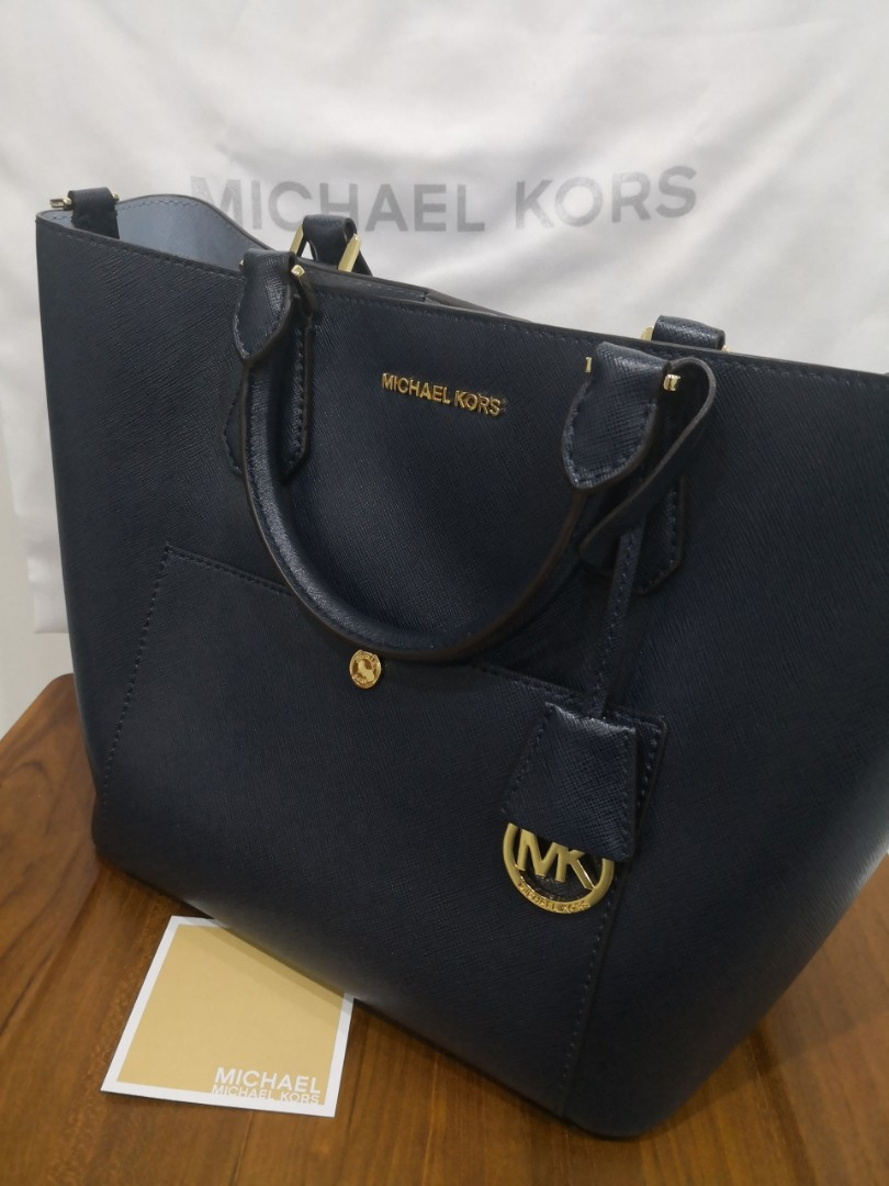 76f1e1418593 MK Michael Kors Greenwich Saffiano Leather Navy Dark Blue Grab Bag ...
