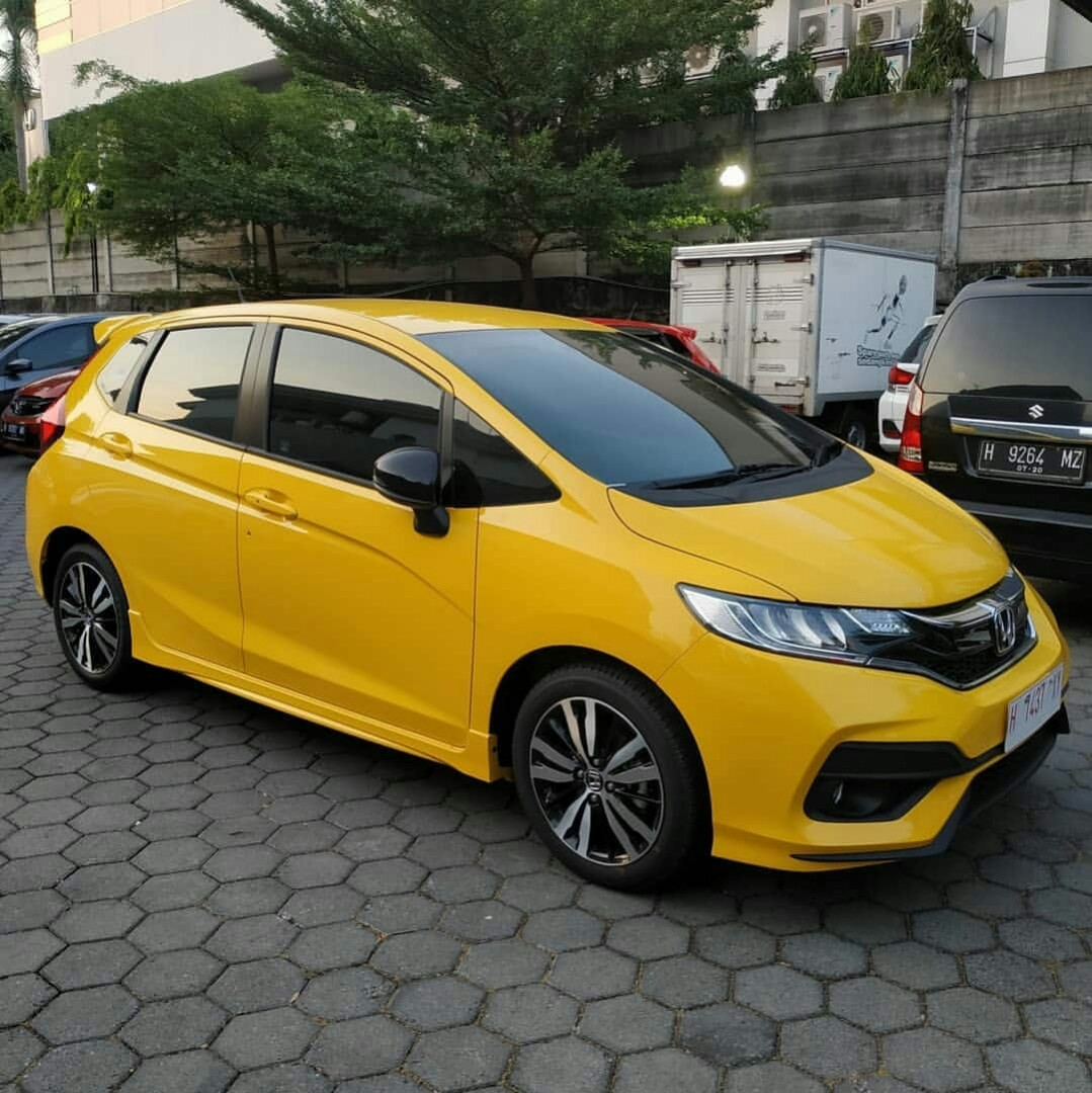 Ready Honda Jazz Rs Carnival Yellow Cars Cars For Sale On Carousell