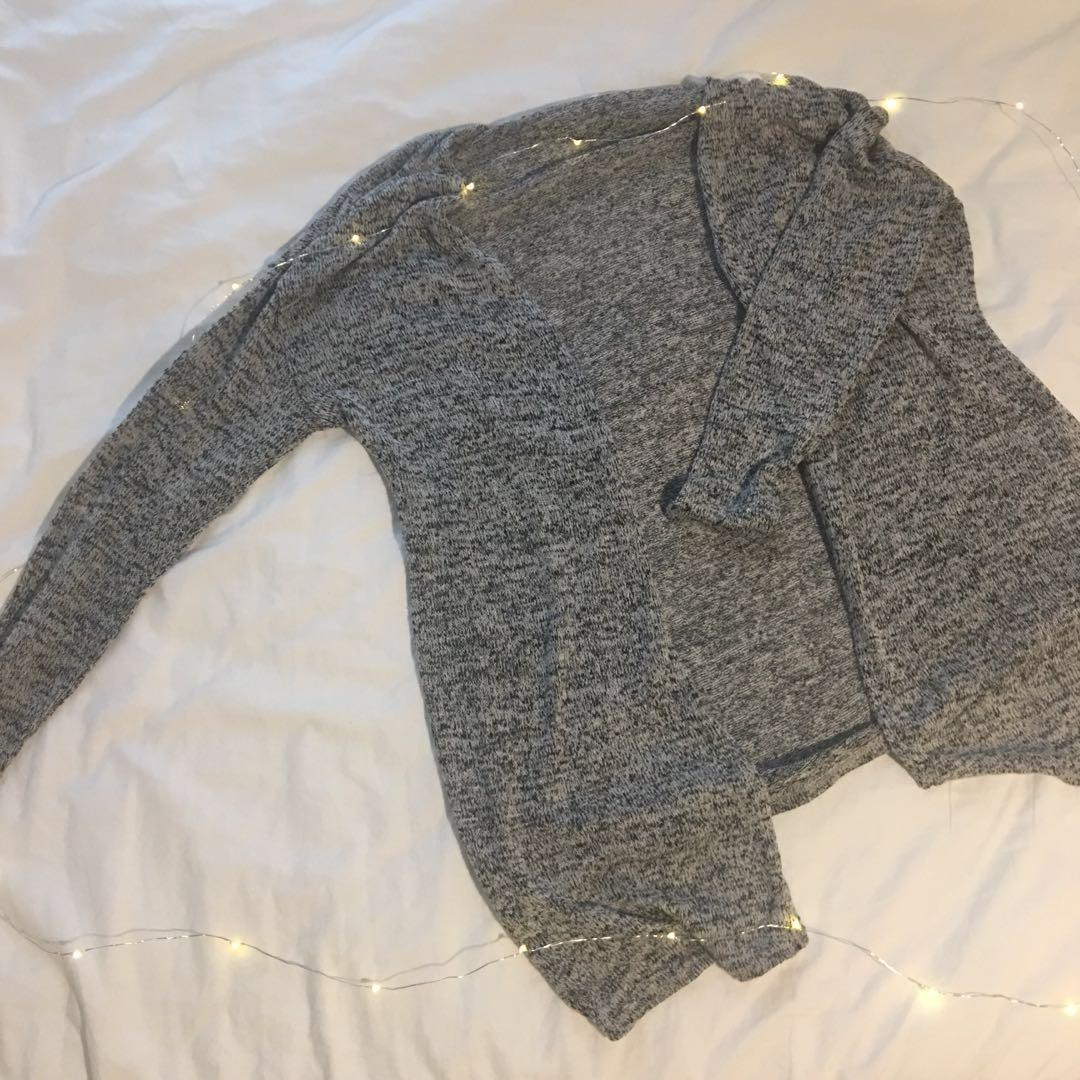 Thin knitted outer layer / cardigan