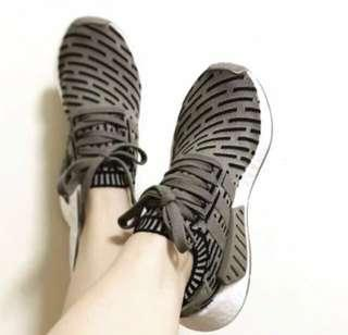 Authentic Adidad NMD R2