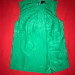 Plains and Prints tee with back zipper and button #christmas #green