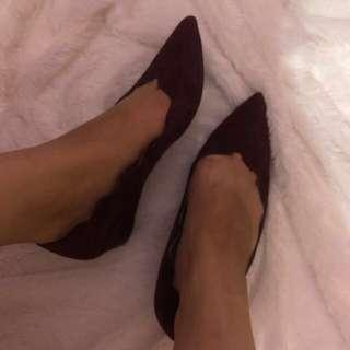 Staccato maroon wedges